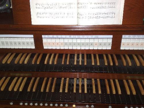 Houten klavieren.